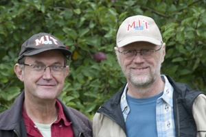 320-3101 Robert & Dick with MIT69 hats
