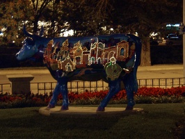 20040813_7152_Plaza_Lights_Cow.jpg