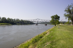 106_1690_Atchison_Bridge.jpg