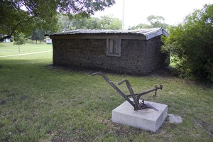 106_2772_Marysville_Sod_House.jpg