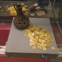 404-7574 London - BM Corbridge hoard and jug