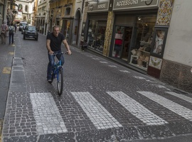 407-4536 IT - Sorrento - Bicyclist on Via Luigi de Maio