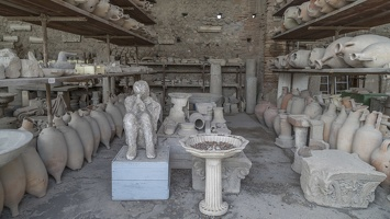 407-4203 IT - Pompeii - Warehouse of Relics with Plaster Cast of Victim