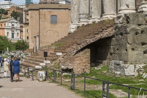 407-6058 IT - Roma - Stairs, Antoninus and Faustina Temple