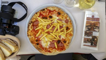 2016-04-12 12.27.14 IT - Perugia - Hot Dog and Fries Pizza