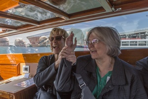 408-5216 IT - Venezia - Water Taxi - Diane and Nancy