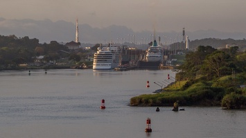 410-3088 Panama Canal - Entering