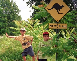 20000703-2-1-11A-KC-Zoo-Kangaroo-Sign-Boys-1280x1024