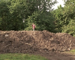 20010921-1-13-0922-House-Dirt-Pile-Thomas-1280x1024