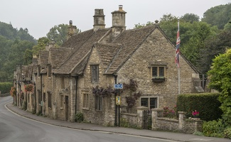 404-1562 Cotswolds - Castle Combe