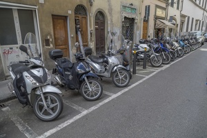 408-2648 IT - Firenze - Motocycles on Via Ricasole