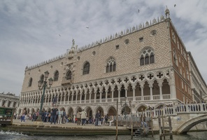 408-6777 IT - Venezia - Gondola Ride - Doge's Palace (note quadrefoil design element)