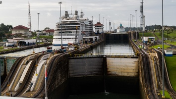 410-3297 Panama Canal - Gatun Locks