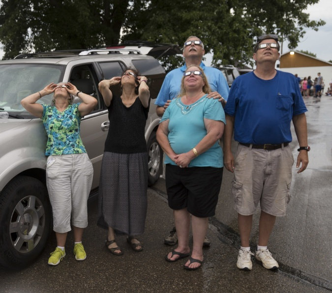410-0885 Eclipse Troy KS - Our Group.jpg